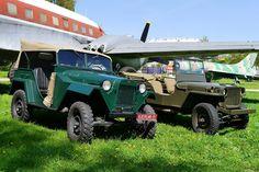 На выставке OldCarLand встретились братья по оружию ГАЗ-67 и Willys