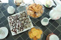 Happy tea time ! Financiers, madeleines, sablés bretons et crinkles Homemade Cakes, Cereal, Breakfast, Food, Financier, Madeleine, Morning Coffee, Meals, Yemek