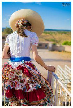 eddy-cash: Xóchitl on Flickr. De ayer :D  Se conoce como Escaramuza Charra a la práctica femenil dentro del deporte de la Charrería y consiste en evoluciones coreografiadas a caballo con música de fondo. Aunque la charrería es el deporte nacional de México, hay equipos de Charros y Escaramuzas en los Estados Unidos y Canadá.