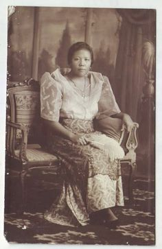 Philippines old RPPC Filipina Girl in Filipiniana Photo Postcard Philippines Outfit, Philippines Culture, Traditional Clothes, Traditional Fashion, Baro't Saya, Philippine Fashion, Islamic Society, Filipina Girls, Filipino Culture