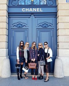 There is always time for some casual posing in front of Chanel with your favorites. @thriftsandthreads @michelletakeaim @queenofjetlags @tamara