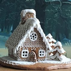 Gingerbread House Design Ideas For 2019 Christmas In this article, we will focus on gingerbread houses cookies. Bring some Christmas magic to your home with a classic holiday tradition—gingerbread houses. Christmas Owls, Christmas Is Coming, Christmas And New Year, Christmas Time, Christmas Decorations, Christmas Stuff, Christmas Cakes, Christmas Ideas, Holiday Decor