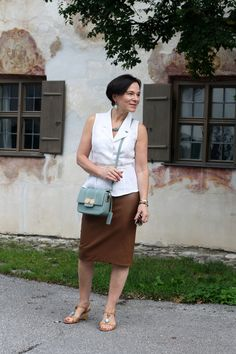 Classic Elegant Summer Look Office Fashion Looks, 50 Fashion, Fashion Over 40, Womens Fashion, Classic Fashion, White Fashion, Fashion Ideas, Fashion Outfits, Look Office
