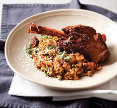 Perfek vir 'n koue wintersaand. Meat Recipes, Dinner Recipes, Meals For The Week, Fried Rice, Risotto, Lamb, Delish, Weekly Meals, Kos