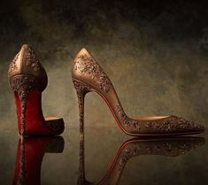 Christian Louboutin OFF! Sabyasachi Mukherjess and Christian Louboutin Designer Shoes Pumps, Pump Shoes, Shoes Heels, Rose Gold High Heels, Trendy Mens Shoes, Bridal Heels, Christian Louboutin Outlet, Sabyasachi, Fashion Shoes