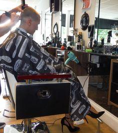 Getting a businesslike summer haircut. Buzz Haircut, Buzz Cut Hairstyles, Stacked Bob Hairstyles, Summer Haircuts, Haircuts For Men, Short Hair Cuts, Short Hair Styles, Short Pixie, Forced Haircut