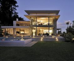 Modern villa design with swimming pool using modern exterior house paint colors photo gallery with swimming pool design top view and patio design lifestyle center Indian Home Design, Architecture Design, Contemporary Architecture, African House, Modern Villa Design, Le Cap, Exterior Paint Colors For House, Indian Homes, Modern Exterior