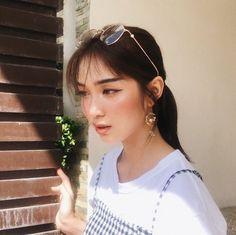 Different Types Of Earrings To Wear Korean Couple, Korean Girl, Asian Girl, Selfies, Types Of Earrings, Ulzzang Girl, Aesthetic Girl, Pretty People, Asian Beauty