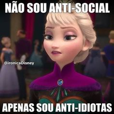 Elsa < looks like she has to sneeze Funny Mom Memes, Funny Disney Memes, Mom Humor, Bts Memes, Frozen Funny, Dreamworks, Otaku Meme, Queen Elsa, Haha