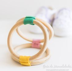 Juguete con anillas de madera para el bebé - Guía de MANUALIDADES