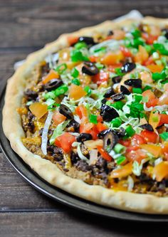 22 Amazing Ways To Combine Italian and Mexican Food Taco Pizza at home, no more take out, and it's much better. Fresh and healthy ingredients result into one amazingly delicious taco pizza. Pizza Recipes, Beef Recipes, Mexican Food Recipes, Dinner Recipes, Cooking Recipes, Pasta Pizza, Taco Pizza, Nacho Taco, Good Food