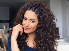 On vous envie vos boucles denses et toniques, faciles à coiffer, mais vous n'avez qu'une envie: changer de style! Alors adoptez cette coiffure express,...