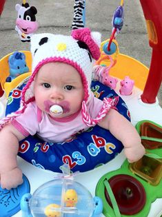 This Hello Kitty Hat pattern is ideal for 4-7 month old babies. I made this pattern so it could easily be adjusted to make larger hats.  FREE PATTERN 12/14.