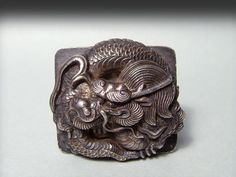 龍 煙草入前金具 Japanese Dragon, Japanese Art, Sculpture Art, Sculptures, Dragon Illustration, Art Chinois, Asian Eyes, Art Japonais, Asian Design