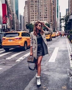 New York Fashion Week Best Street Style Looks Around The City Dr Martens Outfit, Summer Boots Outfit, Fall Outfits, Fashion Outfits, Looks Style, Street Style Looks, Cool Street Fashion, Love Fashion, Fashion Fall