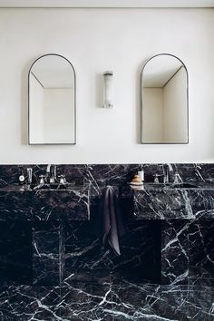 Tiny Home Interior Bold French Bathroom Design by RMGB - Photo by Matthieu Salvaing Natural Home Decor, Unique Home Decor, Home Decor Items, Cheap Home Decor, Home Decor Accessories, Interiores Art Deco, Interiores Design, Bad Inspiration, Decoration Inspiration