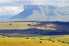 Giants Castle Area in the Drakensberg Mountains, KwaZulu-Natal, South Africa Durban South Africa, South Afrika, Namibia, Le Cap, Kwazulu Natal, African Safari, African Animals, Pretoria, Adventure Is Out There