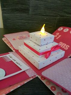 Learn how to create easy and fun DIY Valentines gifts for your boyfriend with a super cool explosion box. You can buy all the supplies you need at your local dollar store and you can add in loads of holiday treats and snacks too! Easy Diy Christmas Gifts, Family Christmas Gifts, Christmas Cards, Creative Box, Creative Cards, Exploding Gift Box, Pop Up Box Cards, Fancy Fold Cards, Valentines Diy