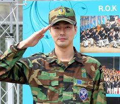 Handsome Korean celebrities that are even HOTTER in military uniforms… Hot Korean Guys, Hot Asian Men, Korean Men, Jo In Sung, Korean Celebrities, Korean Actors, Korea Boy, Military Jacket, Military Uniforms