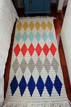 Pirjon kädenjälkiä, harlequin rug with tapestry crochet Crochet Fabric, Crochet Quilt, Fabric Yarn, Tapestry Crochet, Crochet Home, Knit Or Crochet, Crochet Patterns, Braided Rag Rugs, Knit Rug