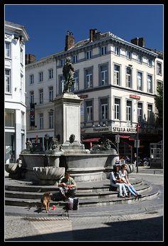 Wie door #Luik loopt kan bijna niet om de vele fonteinen heen. Een paar grote fonteinen hebben een eigen betekenis, maar als je goed zoekt kun je ook kleine fonteinen vinden. #Liege #citytrip