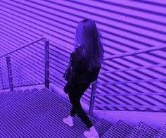 Imagem de girl, purple, and aesthetic Violet Aesthetic, Dark Purple Aesthetic, Rainbow Aesthetic, Aesthetic Colors, Aesthetic Photo, Aesthetic Pictures, Aesthetic Girl, Neon Purple, Purple Walls