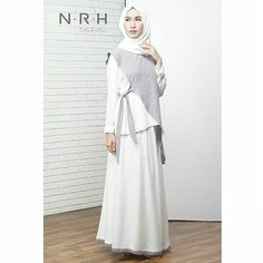 SAE TOP in grey-white Allsize (bust 96 cm) Avail color : grey-white, blue-navy KEYNA SKIRT in white-grey Price : idr 395k Allsize fit to L kecil Avail color : white-grey, white-dusty purple Untuk order silahkan hubungi salah satu contact di bio