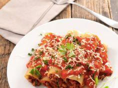 persil, basilic, poivre, sel, huile, huile d'olive, canneloni, boeuf, veau, porc, oeuf, oignon, ail, parmesan, biscotte, muscade, piment...