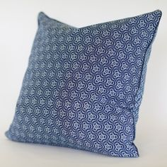 Shweshwe kuddfodral- Geo Scatter Cushions, Throw Pillows, African Interior, African Fabric, Geo, Fabric Design, Playroom, Wedding Decor, Tie Dye