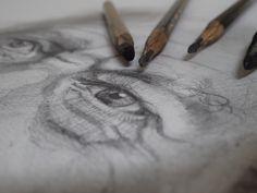 Grafitos y carboncillo sobre papel acuarela Portraits, Paper Envelopes