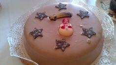 Torta senza glutine con farina di nocciole e ricoperta di cioccolato alla nocciola.....preparandoci al Natale