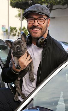 Jeremy Piven out for a ride with Butch, his French Bulldog ❤