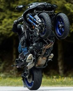 From a 20 ft long bike to a flying motorcycle, meet some of the most extreme designs of this two wheel passion. Trike Motorcycle, Moto Bike, Motorcycle Design, Bike Design, Design Cars, Concept Motorcycles, Yamaha Motorcycles, Custom Motorcycles, Futuristic Motorcycle