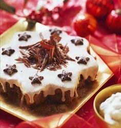 Creamy vanilla apple cake
