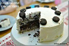 Cookies and cream är väldigt amerikanskt och den smaken finns som glass, cupcakes och tårta (och mycket annat också). Jag älskar cookies and cream smaken så jag blev helt kär i denna tårta som är vintervit utanpå och med tre bottnar inuti, varav två är med krossade oreo-kakor. Gör denna gärna dagen innan så att […]