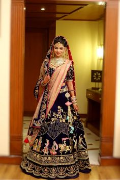 Generally, Indian brides spend months deciding on the perfect wedding lehenga. While the lehenga is always special for the bride and her family, there are very few lehengas that strike a chord with strangers as well. Indian Bridal Outfits, Indian Bridal Lehenga, Indian Bridal Wear, Indian Dresses, Saris, Velvet Dress Designs, Bollywood, Designer Bridal Lehenga, Lehenga Collection