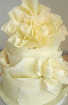 love this white chocolate wedding cake! Use cabbage leaves as molds for the white chocolate, then peel off and decorate! Gorgeous Cakes, Pretty Cakes, Amazing Cakes, Boutique Patisserie, White Chocolate Cake, Gateaux Cake, Ruffle Cake, Ruffles, Fancy Cakes