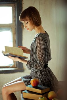 The necessities of life: books; strong light to read by; fresh apples; a good posture. Also wi-fi (not shown)