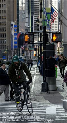 Cyclist in Times Square, Manhattan, New York. | By Alberto Mateo, Travel Photographer.
