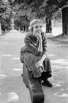 """Julie Andrews on the set of """"The Sound of Music"""" (1964)"""