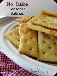 The EASIEST and addicting seasoned saltine crackers! No Bake Recipe!