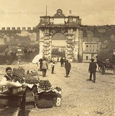 Porta San Giovanni da Piazzale Appio Anno: 1909 Old Photos, Vintage Photos, Best Cities In Europe, Marcello Mastroianni, Vintage Italy, Lost City, Grand Tour, Ancient Rome, Sophia Loren