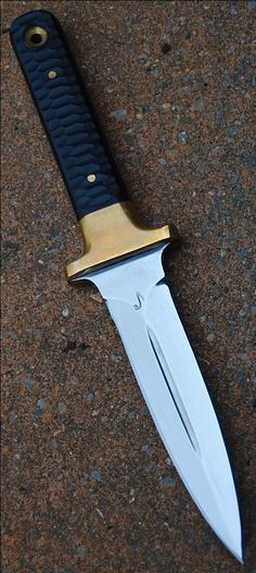 "reproduction boot dagger AL MAR FANG II , blade of 5.32"" forged in 1075 carbon steel with selective temper , toxified black micarta slabs  www.aufildelalame.fr"