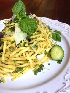 Easy 5-Ingredient Fresh Mint & Zucchini Pasta (Vegan or Vegetarian)