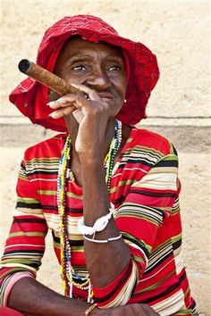 Reminds me of Havana! Woman in Red, Old Havana, Cuba by Hal Robert Myers We Are The World, People Around The World, Old Havana Cuba, Rose Croix, Interesting Faces, Photography Women, World Cultures, Belle Photo, Online Art Gallery