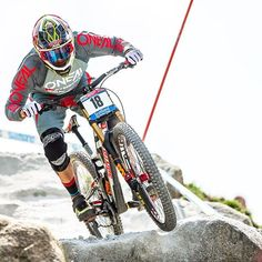 @gregminnaar takes the 6th win of his career at UCI DH World Cup in Fort William this past weekend with an amazing run!   | #ridefox #mtb #santacruzsyndicate