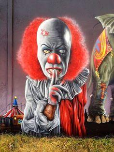 Große Figur aus Jeaze Öner-von einem Clown zum schweigen gebracht