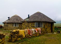 Lesotho - Travel Guide and Travel Info Travel Info, Travel Guide, African Hut, Tiny House Loft, Tiny Houses, Types Of Architecture, Story Setting, Thatched Roof, Natural Building