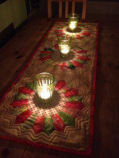 Dresden Plate Tablerunner--look at it glow!