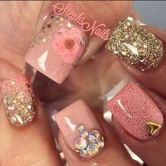 Looking for new nail art ideas for your short nails recently? These are awesome designs you can realistically accomplish–or at least ideas you can modify for your own nails! Get Nails, Fancy Nails, Bling Nails, Love Nails, Hair And Nails, Fabulous Nails, Gorgeous Nails, Pretty Nails, Acrylic Nail Designs